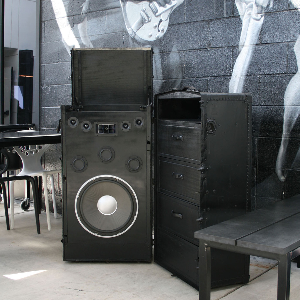 Record Player Vinyl Turntable Vintage Trunk Sound System BoomCase Steam Trunk Outdoor Speaker Bluetooth Black Hartmann Hot Italian Sacramento